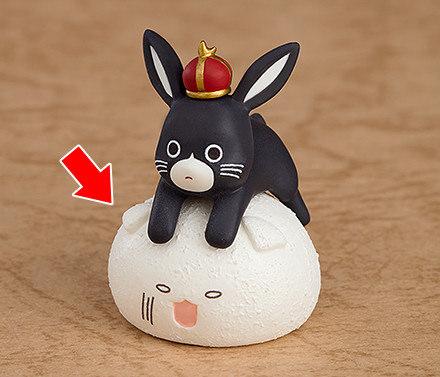 风格的黑白色制服,看似下垂兔耳的头饰搭配纱路的波浪金发相当可爱呀!