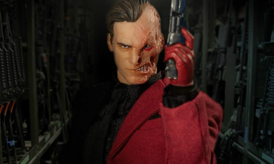 MEZCO ONE:12 COLLECTIVE 系列 DC【双面人】Two-Face 1/12 比例可动人偶
